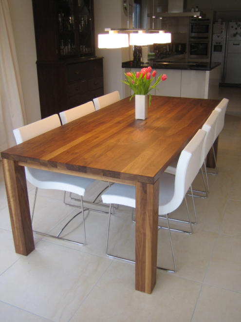 angebot h m 1 esstisch nussbaum massiv ge lt moebelbau meissner. Black Bedroom Furniture Sets. Home Design Ideas